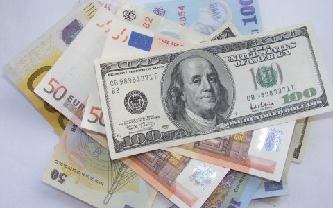 Money-Euro-USD-LEI_53073-480x360 by Emilian Robert Vicol